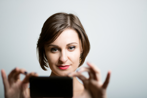 Tips & Tricks for Taking Your Own LinkedIn Photo